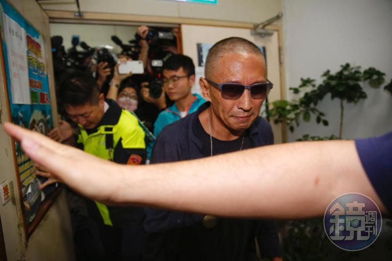 台北地檢署今(7)早開出傳票,要求鈕承澤下午4點到案說明,但鈕承澤以身體不適請假不出庭。
