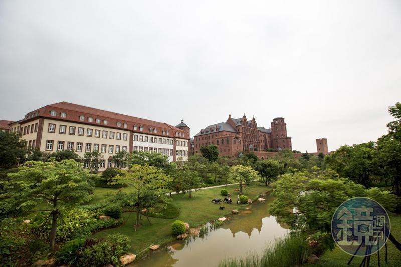 華為創辦人任正非斥資450億打造東莞新總部,園區內就像是奢華的歐式莊園。