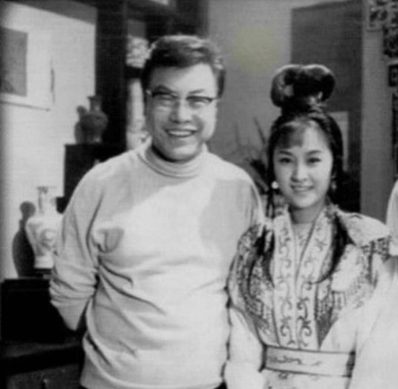 甄珍的藝名是大導演李翰祥為她取的,兩人合作過多部影片,圖為拍攝《四季花開》時的合照。(歐偉毅先生提供)
