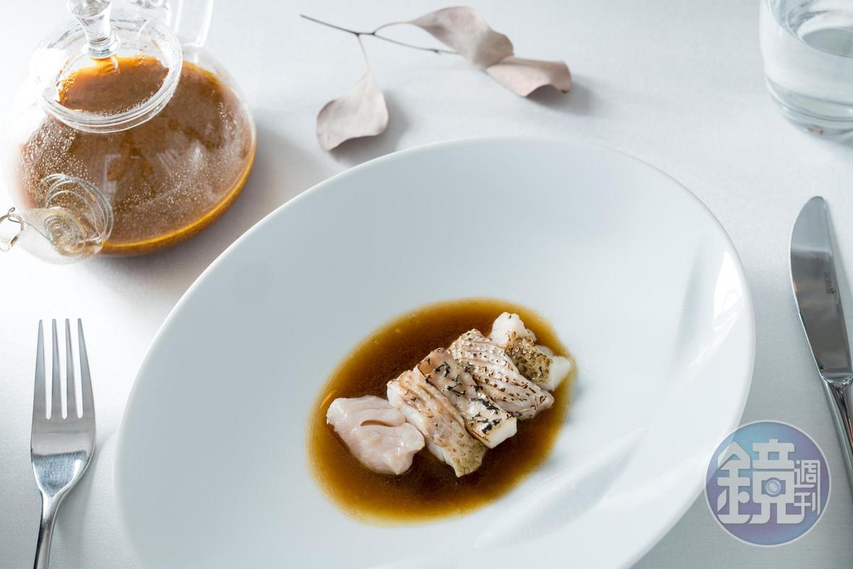 馬賽魚湯使用了5種台東當地捕獲的鮮魚,高湯深邃、魚肉嫩滑鮮甜。(2,500元/人套餐內容)