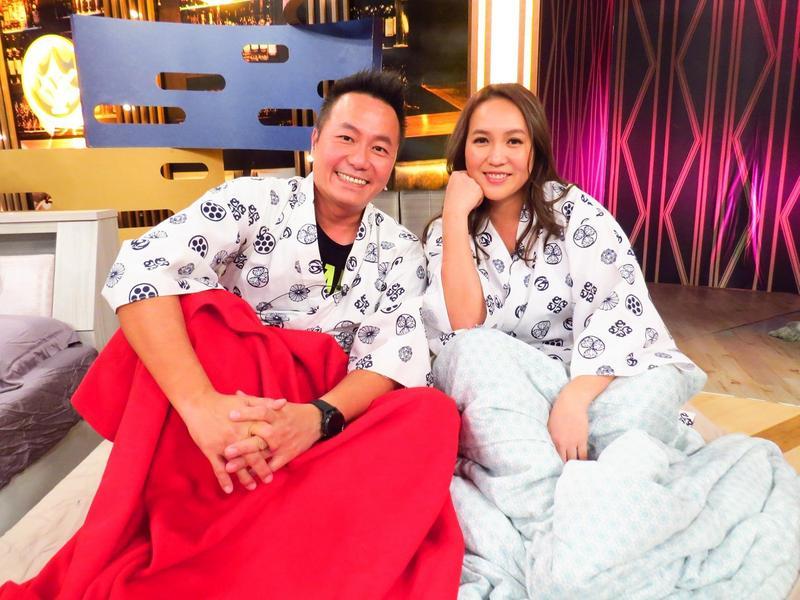 張克帆與老婆双兒因「屁」而分不同的被子睡。(衛視中文台提供)