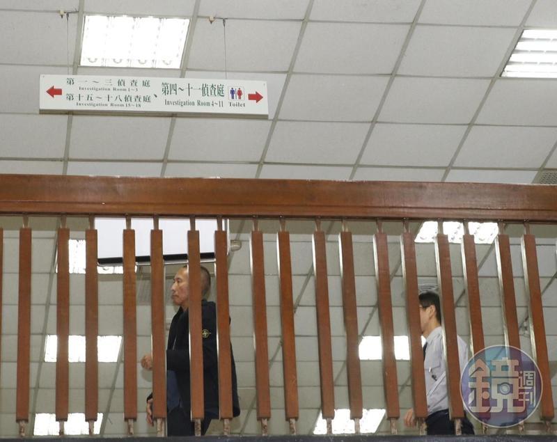 涉及性侵女工作人員的導演鈕承澤(左),今早赴北檢偵訊,訊後以150萬元交保,限制出境及住居。