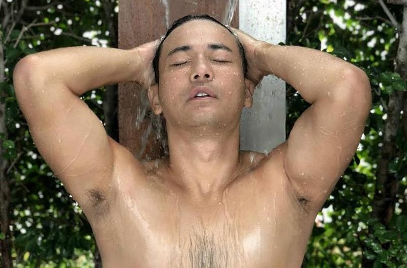 劉傑中的淋浴照片相當性感。(艾迪昇提供)