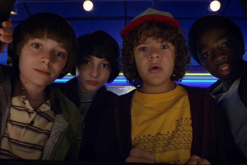 《怪奇物語》以小鎮4個小孩為主角,經歷匪夷所思的超自然事件,引發一連串的波折。(Netflix提供)