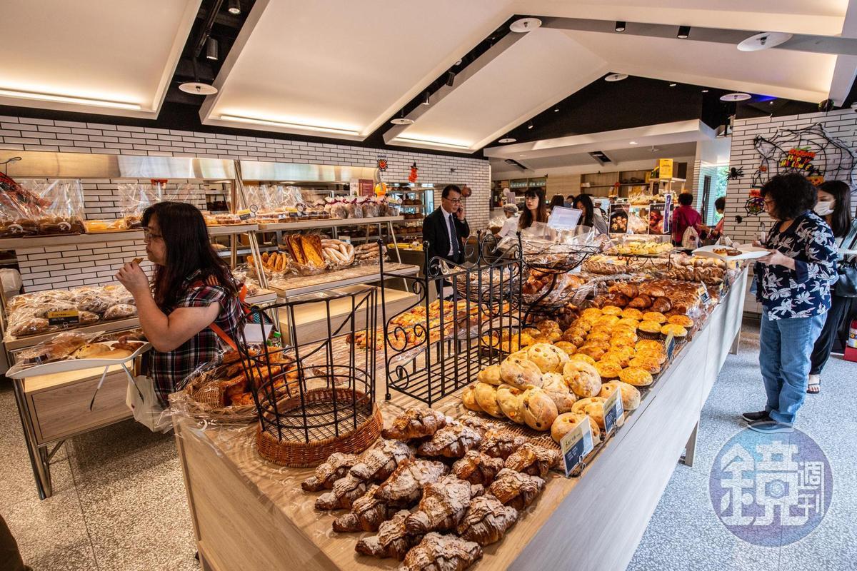 台北吳寶春麥方店主打各國特色麵包。