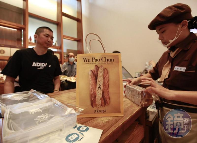 吳寶春一顆得獎麵包賣到3、400元,詹順貴今(11日)爆料吳寶春台北店的麵包師傅,起薪卻只給22K。