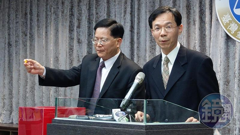 丁守中驗票不僅未逆轉,票數還變少,他提出選與無效之訴,由台北地院庭長黃柄縉(右)、庭長姜悌文抽籤分案。