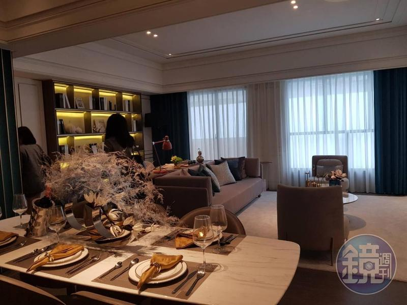 52坪三房規劃給第一代父母居住,全室挑高3.2米,客餐廳相對寬敞。