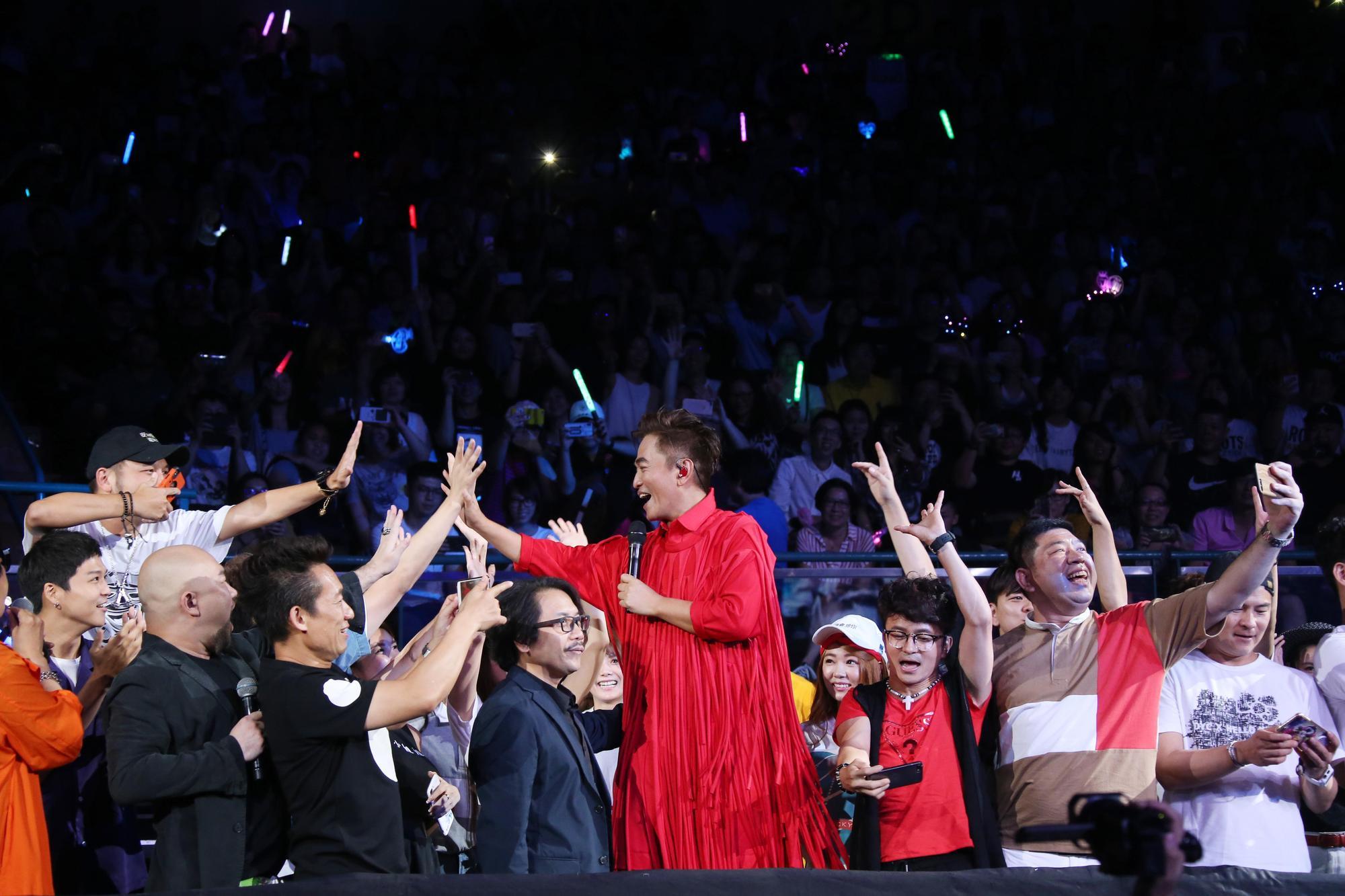 吳宗憲放話從小高雄長大,親戚超過2000人,毫不擔心票房。(華貴娛樂提供)