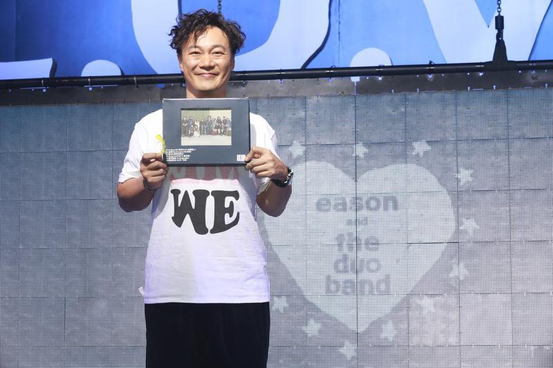 陳奕迅的新專輯《L.O.V.E.》收錄由盧凱彤創作的國語新歌、是值得一聽的感人作品。(環球提供)