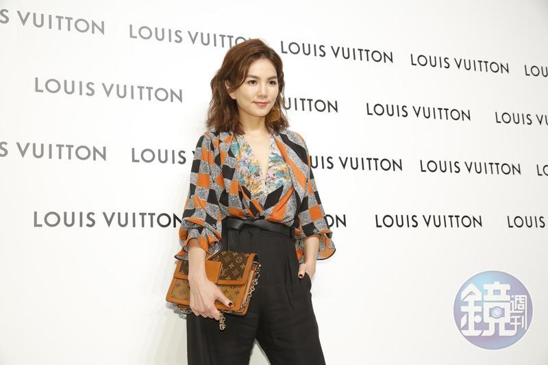 Ella陳嘉樺透露自己是敢死隊的時尚擁護者,在寒冬穿上低胸看展。