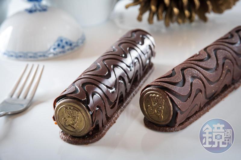 「巧克力焦糖滾筒The chocolate caramel cylinder」外型華麗精細,展示主廚擅長的巧克力功力與甜點技巧,內裡多達7層不同口感、風味組合。