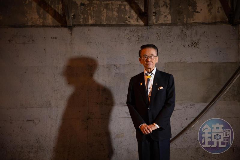 方振淵出生於日治時期的嘉義,父親是北管樂師,後轉行經營旅社,他是家中獨子,90歲的他,現在已是一間亞洲數一、數二的翻譯公司董事長。