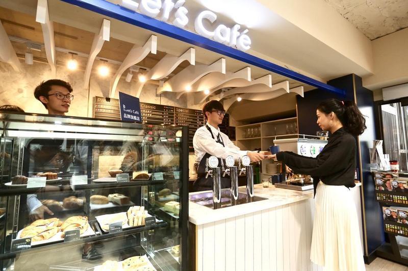 全家重量級新店型登場,讓你彷彿置身舒適氣氛的咖啡店。