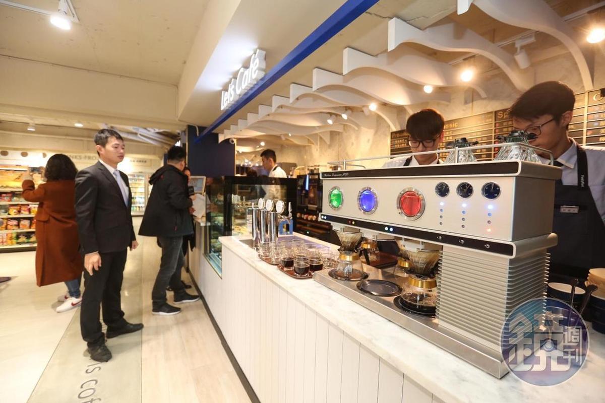 全家Let's Café旗艦店推出的輕食,口味與星巴克雷同。