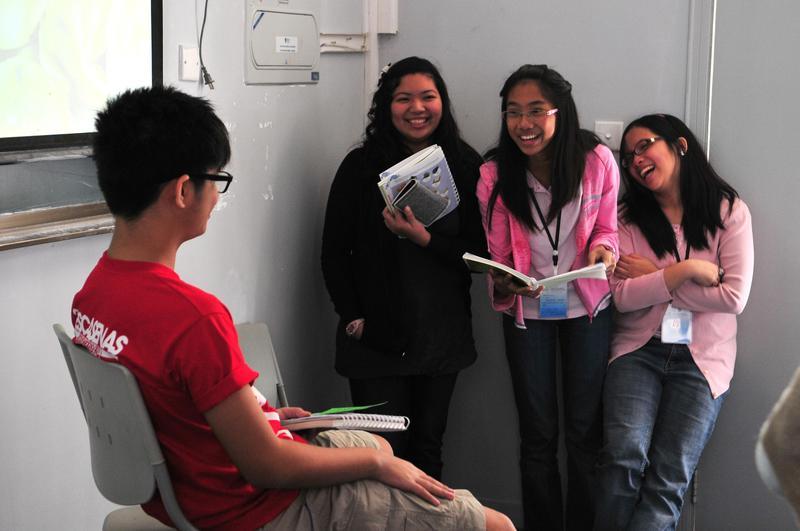 中國向菲律賓招手,提供10萬個英文教師空缺。圖為菲律賓中學生在福建參加中文營。(東方IC)