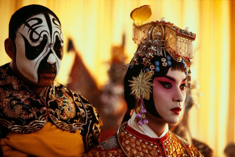 不少年輕觀眾搶衝戲院朝聖《霸王別姬》,雖然電影場次不多,但全台仍灌進200萬台幣票房。(甲上提供)