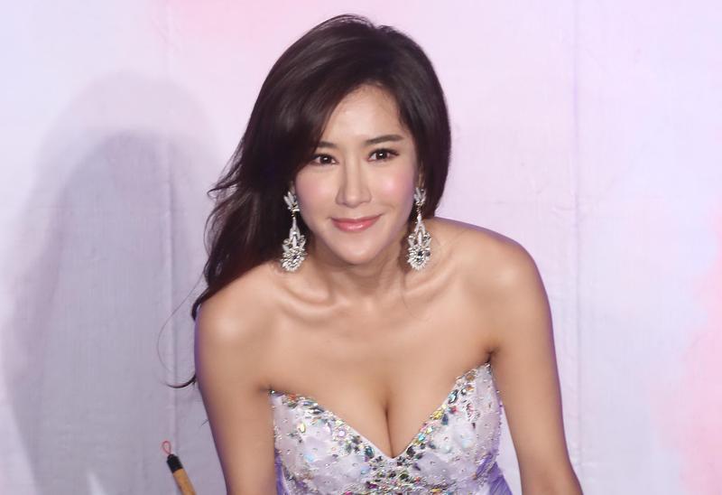 香港女星張暖雅因多年來都被指責是張志鵬與孟庭葦婚姻第三者,11月底決定發文一吐怨氣,引發後續風波。(東方IC)