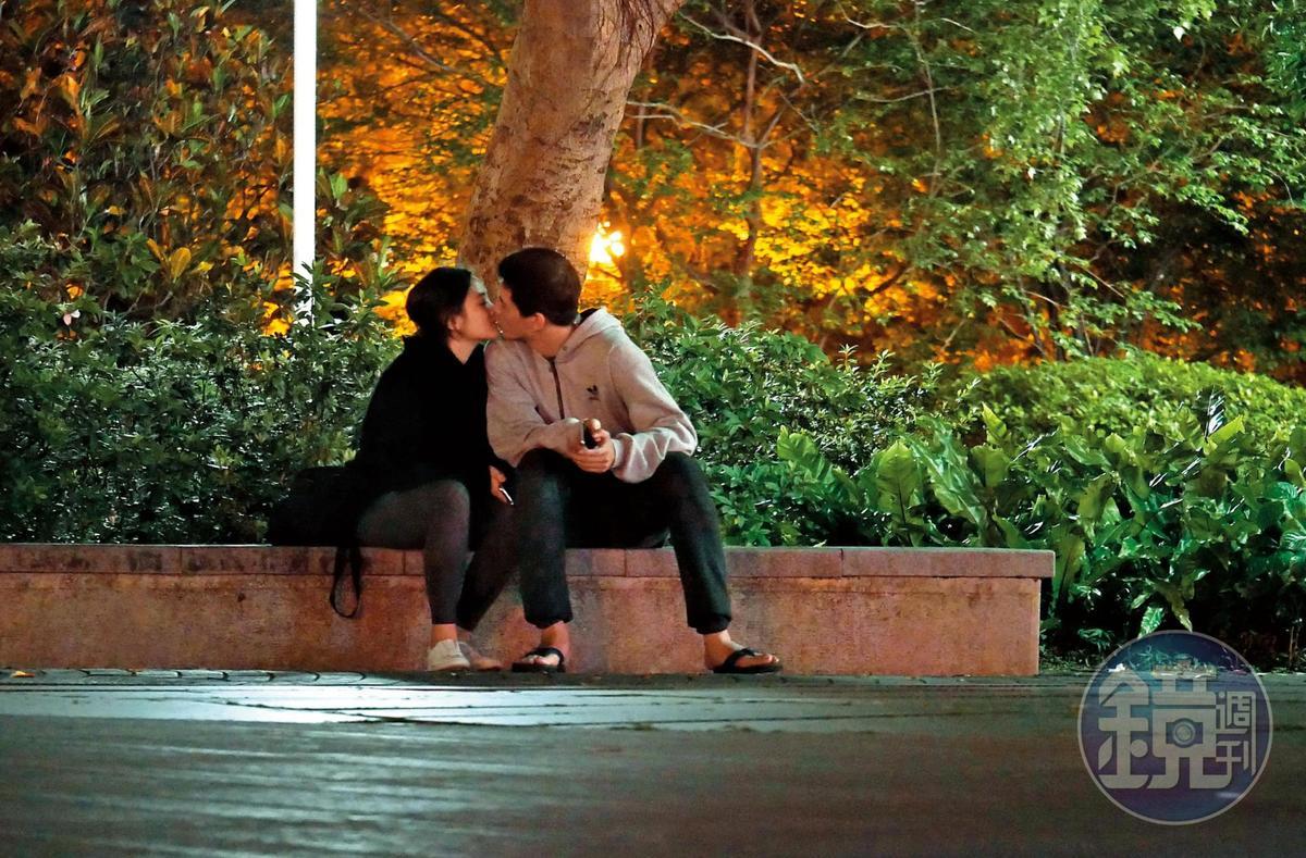 3月時王淨與林柏叡愛火正炙,夜晚在公園約會喇舌喇個沒完,相當甜蜜。