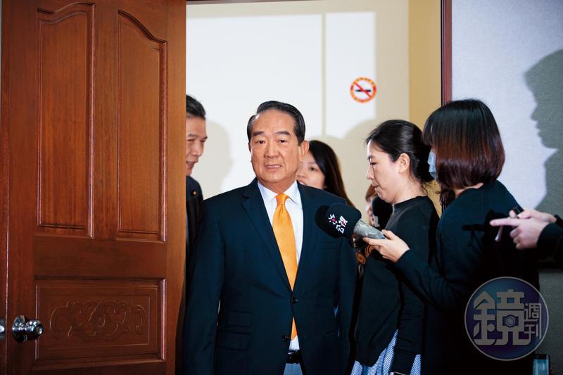 花蓮縣府高官找記者當輿情調查員,還搬出宋楚瑜(圖)說服他們當「體制外民間好友」。