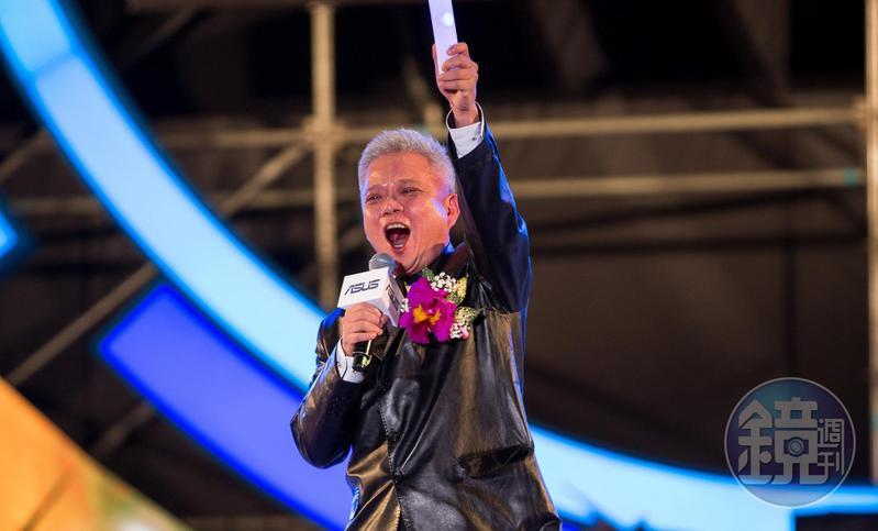 施崇棠2年多前啟動接班計畫,邀請創辦人之一的徐世昌回鍋擔任策略長。