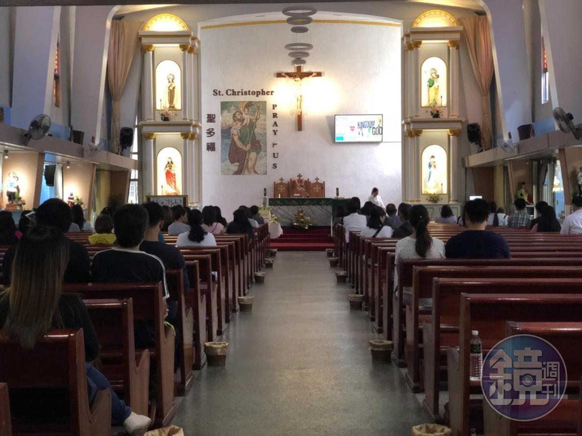 天主堂內部,氣氛莊嚴和諧。