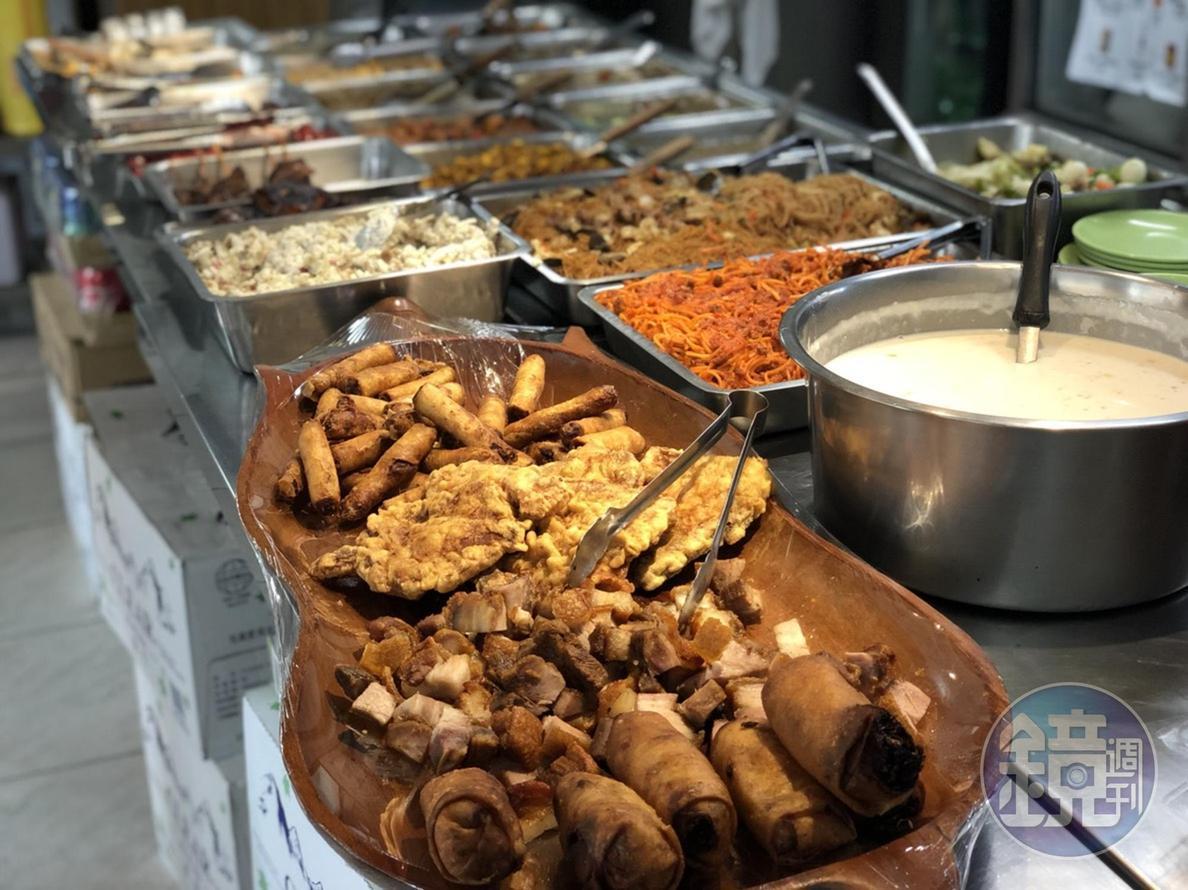 菲律賓料理多以自助餐方式呈現。