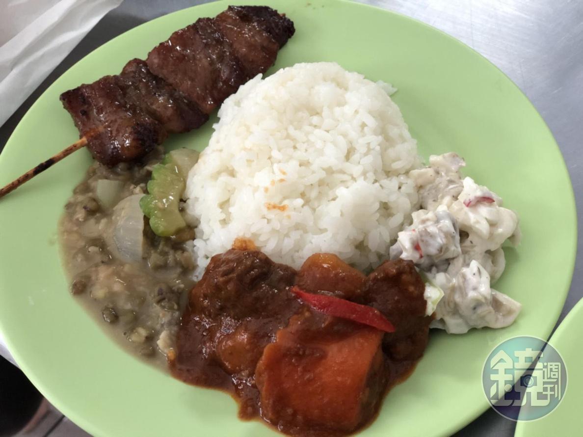 1人1盤菜飯,菜餚都是老闆娘為初次嚐試菲律賓餐的我們打造。