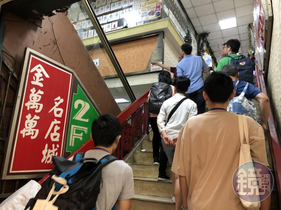 「金萬萬」的2樓,平常根本不會有台灣人上去。