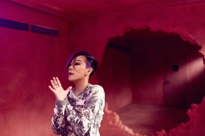 林憶蓮的新歌〈沙文〉探討社會性侵犯、家暴等議題,探討女性角度,期望男性關注。(天地合提供)