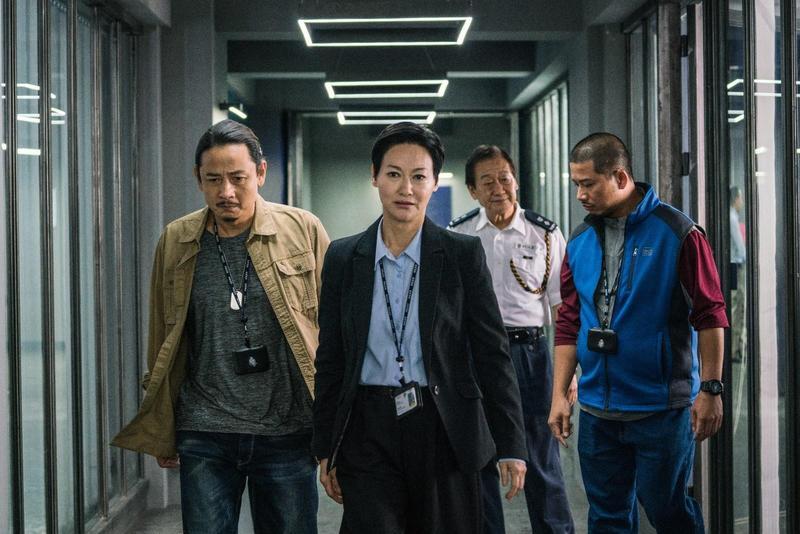 惠英紅在衛視電影台劇集《心冤》飾演女警官,率領手下偵辦轟動一時的懸疑命案。(翻攝自Golden Village)