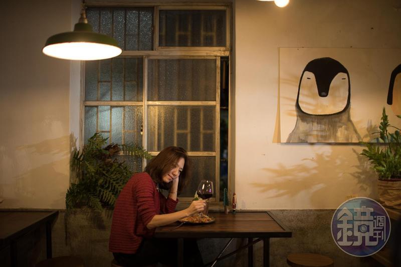 適合一人用餐的座位區,即便一人,也能安心享受空間。