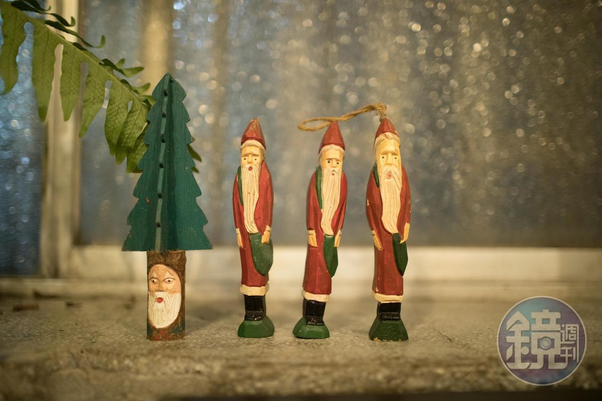 店內的木頭聖誕老人裝飾,超級可愛。