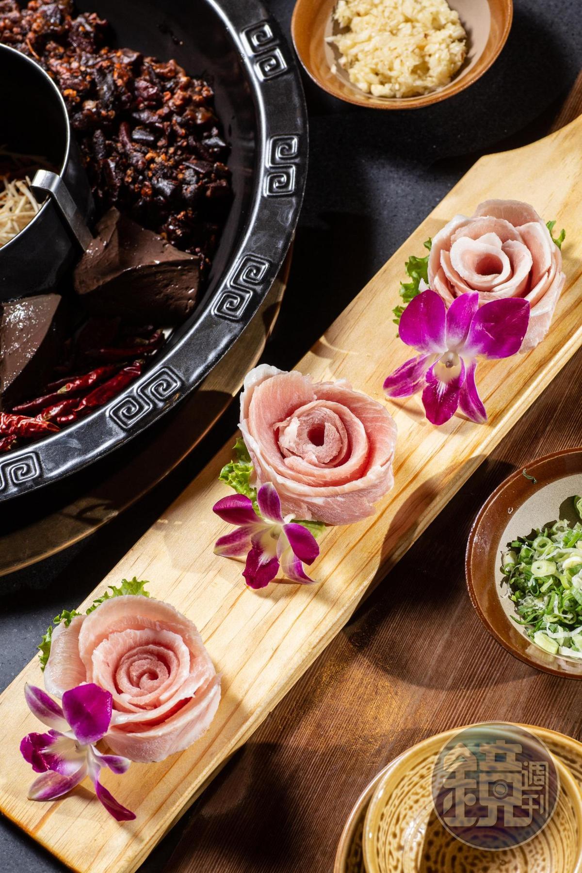 「松阪豬肉」以花朵造型端上桌。(300元/份)