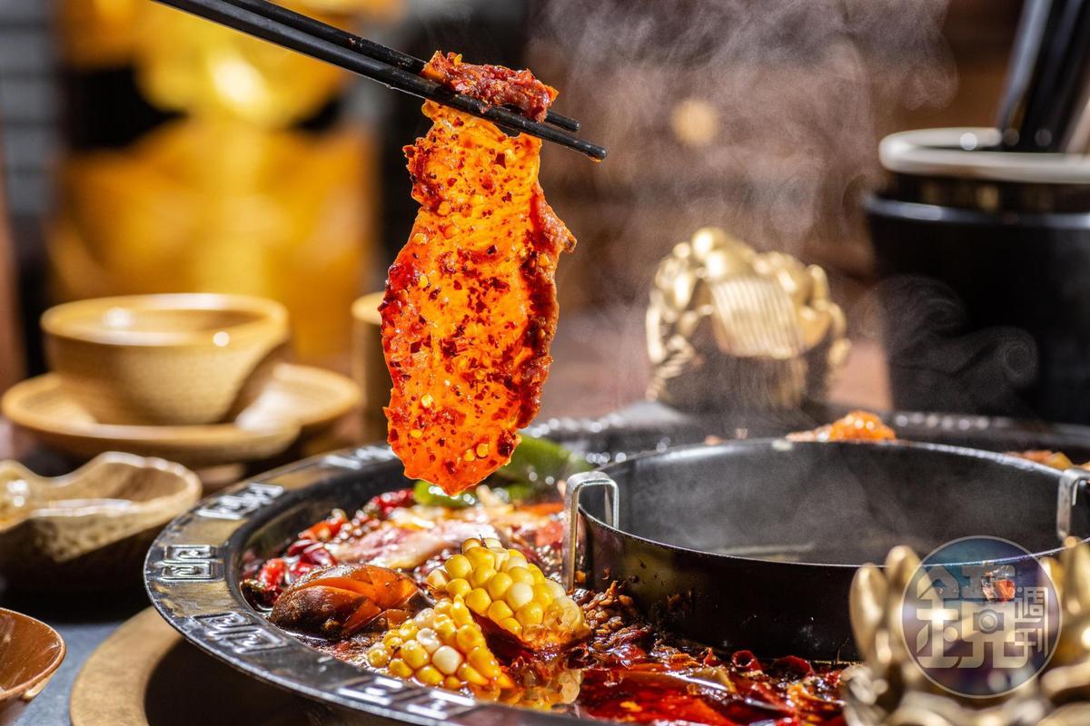 「巴蜀麻辣嫩牛肉片」用郫縣豆瓣醃漬溫體牛,非常柔嫩。(400元/份)