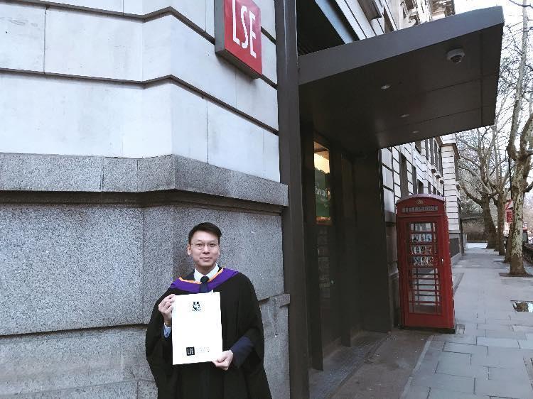 林飛帆昨日自英國倫敦政經學院畢業,他在臉書po文訴說這一年多的心路歷程。(翻攝自林飛帆臉書)