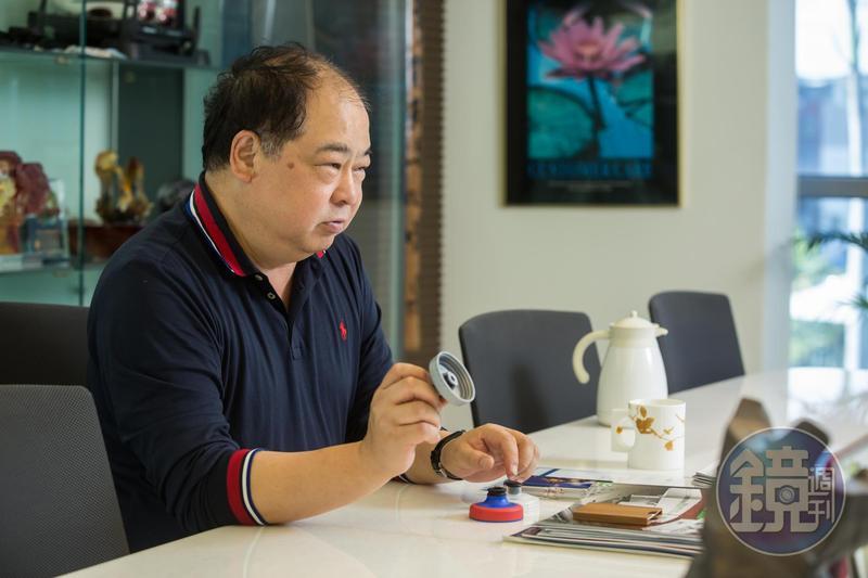 林健祥花2個月時間重新開模,替SPECIALIZED水壺蓋解決滲漏問題,拿到200萬個訂單,雙方合作長達24年。