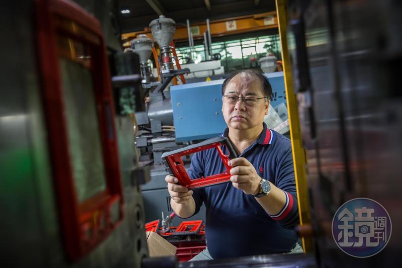 林健祥25年前放棄美國千萬年薪,返台協助管理家族塑膠射出工廠,利用所學專長拓展國際市場,讓宗瑋工業轉虧為盈,拚到年收7億元。