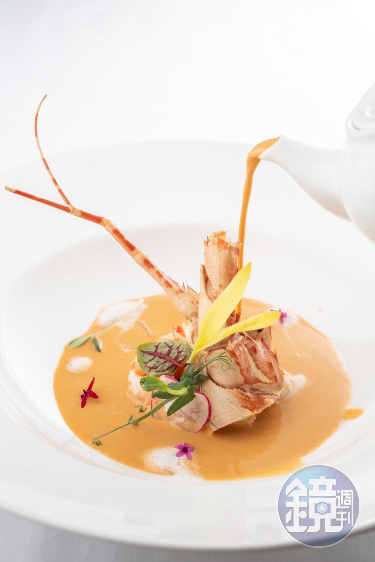 安東廳經典菜色「安東經典龍蝦湯」,尾韻融入香甜的白蘭地酒香。(780元/份)