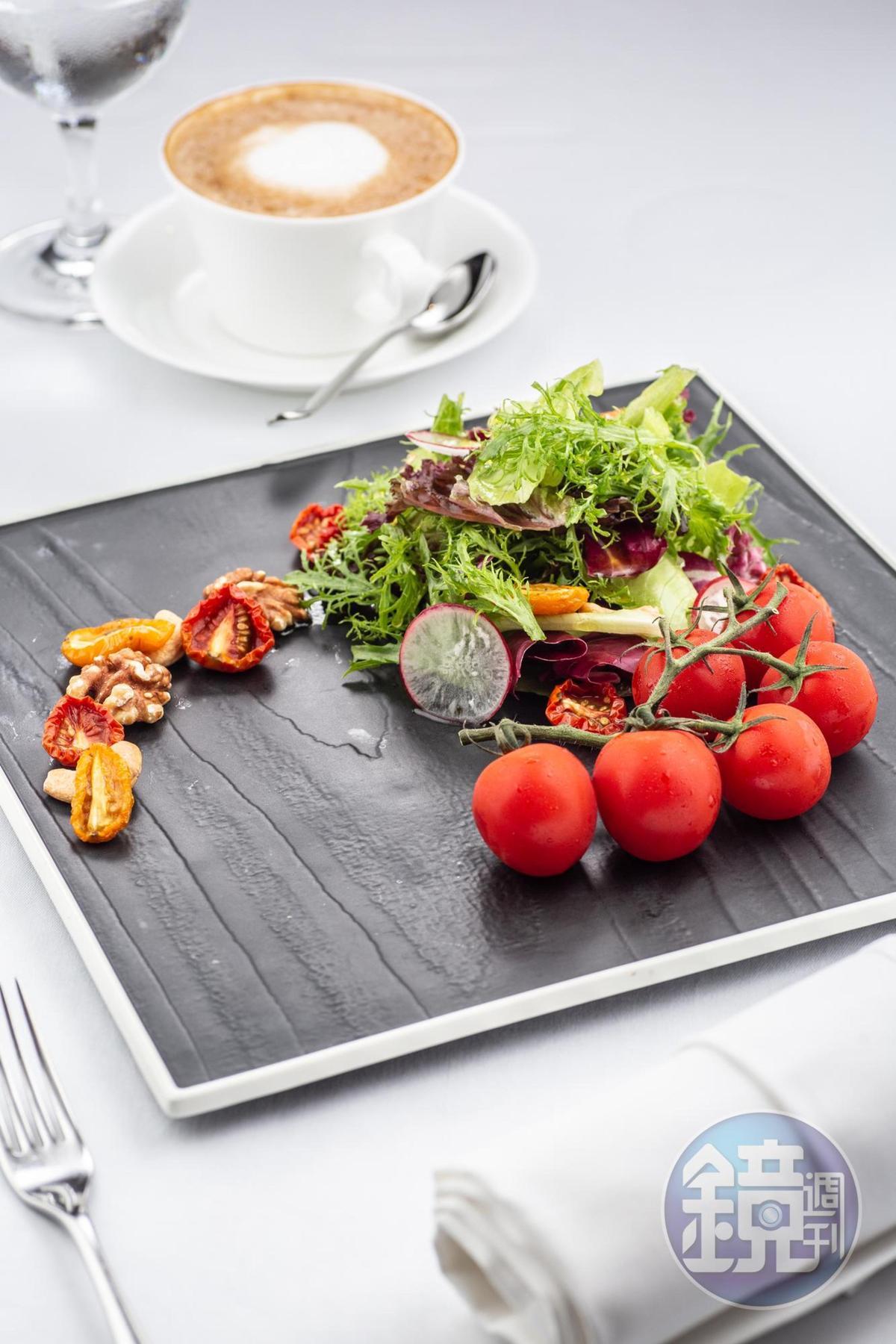 「手工風乾蕃茄沙拉」嘗得到新鮮及風乾番茄的各式風味。(420元/份)