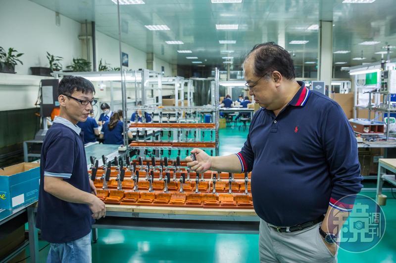 林健祥對員工十分關心,圖左員工曾罹患鼻咽癌,公司給予全薪支持他安心養病治療,如今順利重返職場。