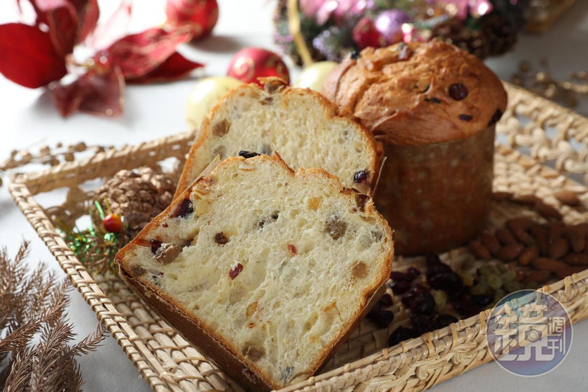 「聖誕水果麵包」組織鬆軟不沈重,飽含果乾熟成香氣。(230元/個)