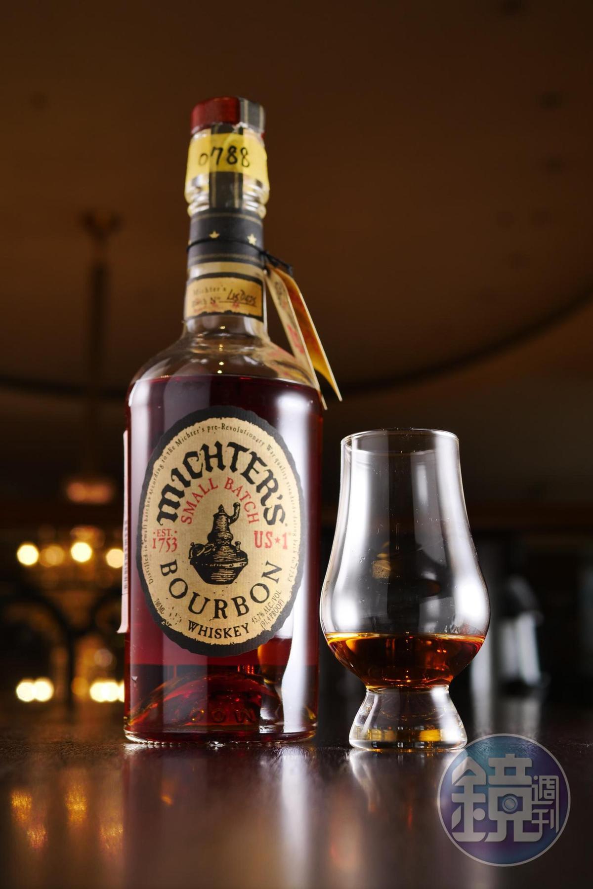 酒精度45.7%裝瓶的「酩帝小批次波本」,果乾與煙燻香氣與中式牛排非常合。(300元/單杯、30ml)
