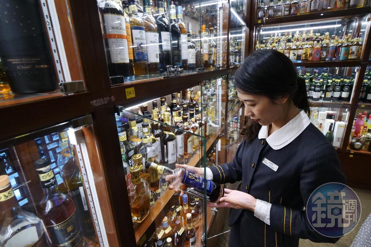 如果不知怎麼選酒,古華薈副理Penny會依客人口味提供專業建議。