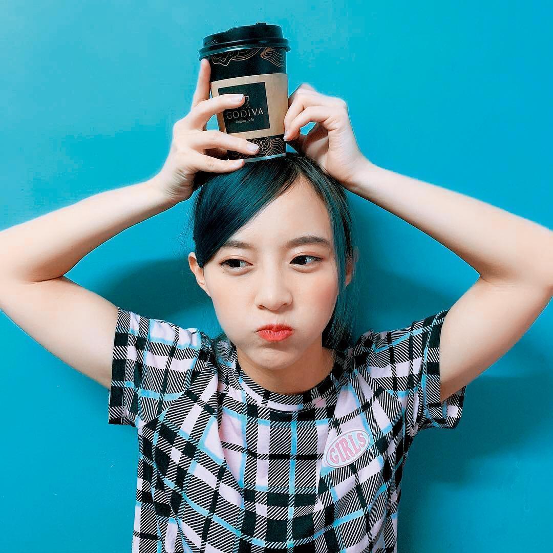 陳詩媛去年從大學畢業,為了演藝事業,平常打工維生,前2個月開始經營17直播,收入才較為穩定。(翻攝自陳詩媛IG)