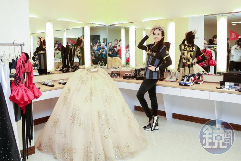 莫文蔚秀出專屬化妝間、服裝間及舞者服裝間等演唱會後台設備。
