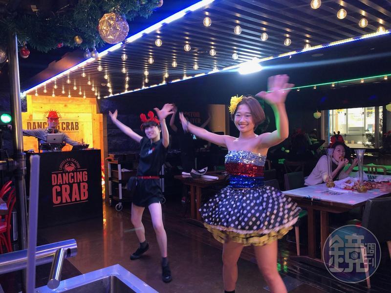 東京的DANCING CRAB主打融入舞蹈的服務方式,讓用餐就像在看秀。