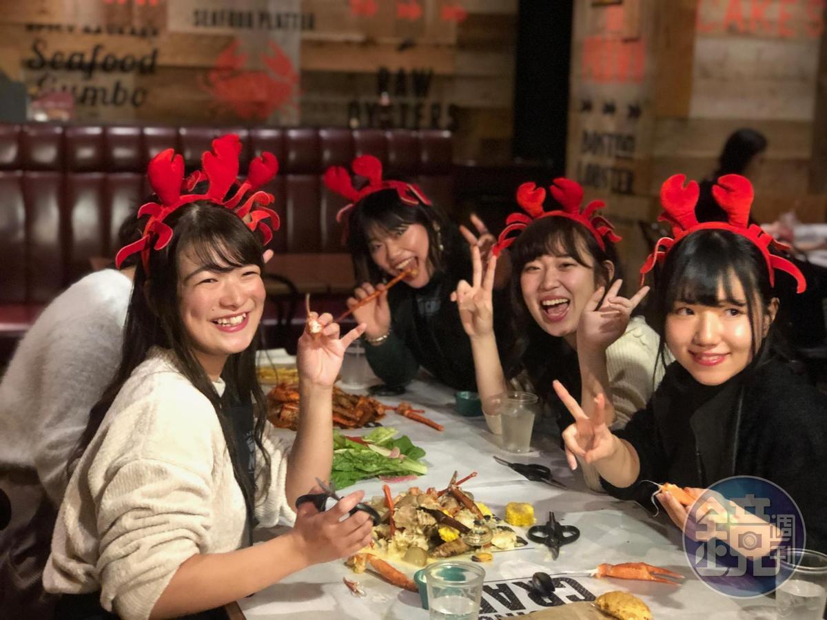 年輕女生非常喜歡來這樣的潮流餐廳。