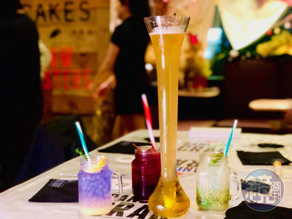 這裡調酒輕鬆易飲,薰衣草檸檬潘趣酒、覆盆子藍莓Spritzer、水果調味啤酒與奇異果莫西托。