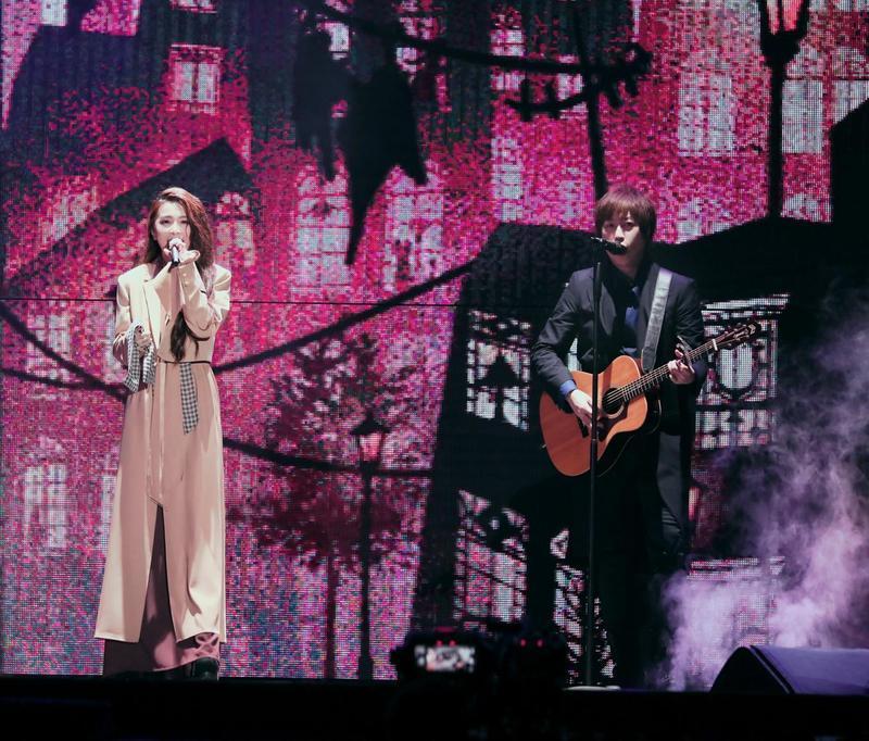 田馥甄受邀擔任嘉賓,與五月天成員一同嗨唱《愛情的模樣》。(相信音樂提供)